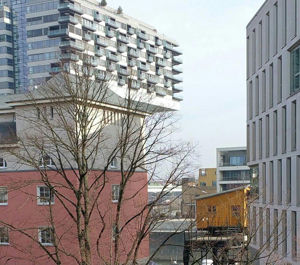 Blick auf Jahrzehnte der Baugeschichte Kölns. Aus dem Fenster fotografiert von Michael Eickert